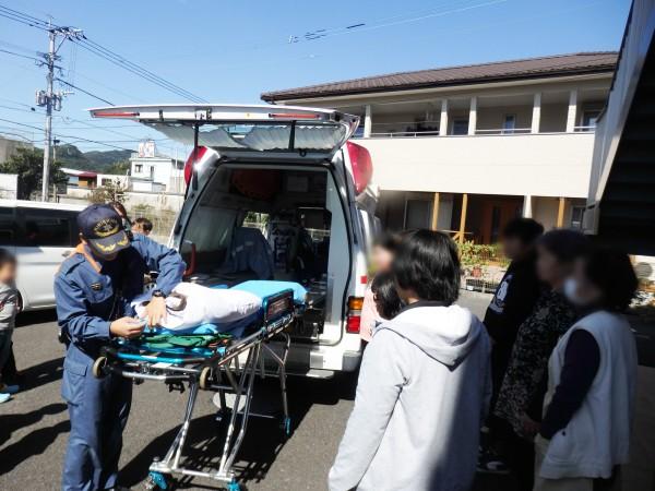㉑救急車の中の様子や器具についての話も聞くことが出来ました